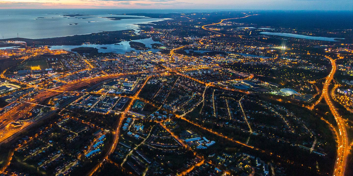 An aerial photo of Oulu at sunset.